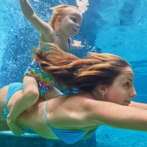 Ohrstöpsel beim Schwimmen
